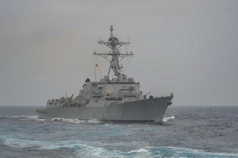 Tàu khu trục Mỹ đi qua biển Hoàng Hải khi Trung Quốc đang tập trận