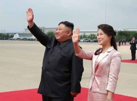 Đại sứ Nga: Ông Kim Jong Un nổi giận vì tờ rơi 'xúc phạm' tới phu nhân