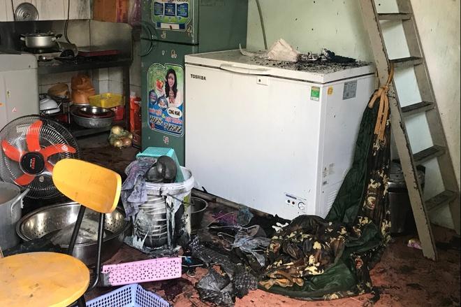 Hiện trường vụ cháy nhà trọ ở TP.HCM khiến 2 cha con tử vong