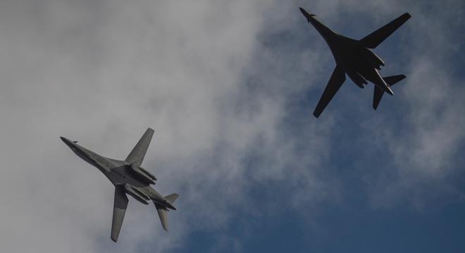 Mỹ triển khai hai máy bay ném bom B-1B tới Biển Đông